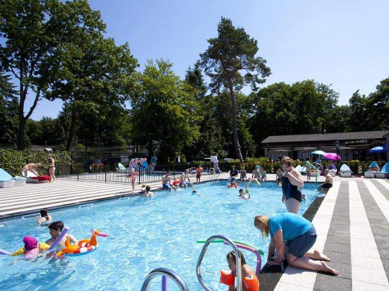 Verwarmd buitenzwembad op Recreatiepark Beekbergen
