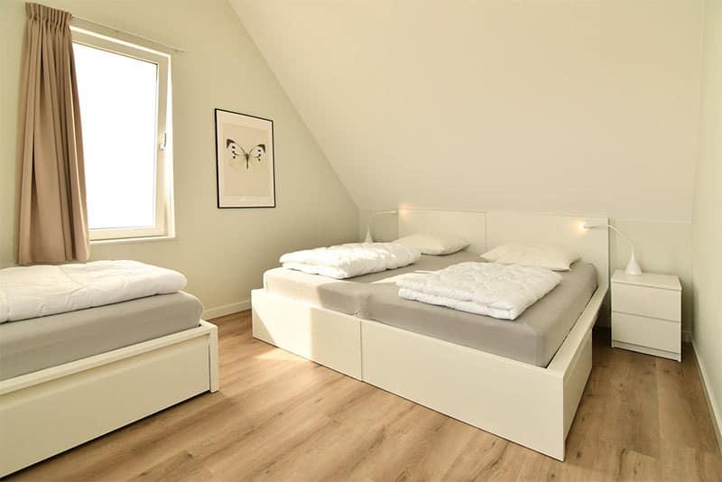 Driepersoons slaapkamer in deze luxe villa in Zeeland