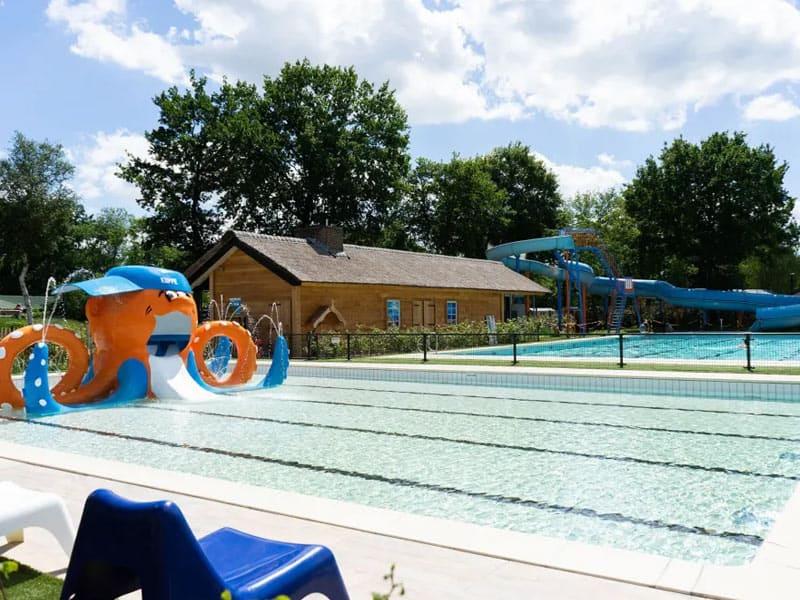 Impressie van het zwembad op EuroParcs Resort Kaatsheuvel