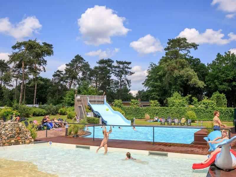 Een van de zwembaden op dit familiepark op de Veluwe