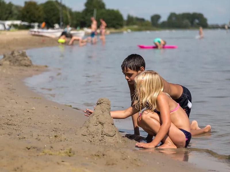 EuroParcs Resort Zuiderzee in Biddinghuizen ligt aan het Veluwemeer