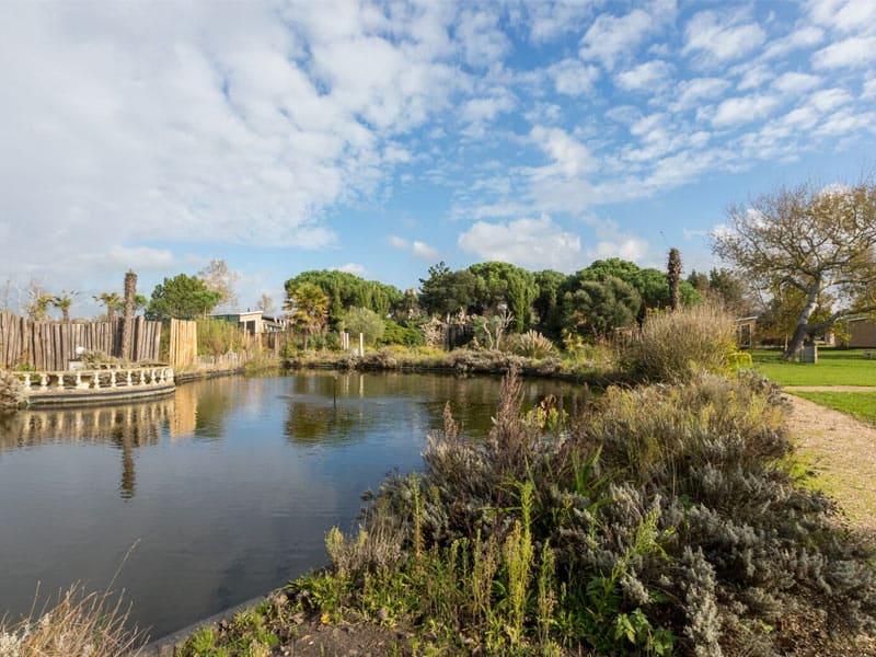 Fort den Haak in Vrouwenpolder  ligt in een voormalige tropische tuin