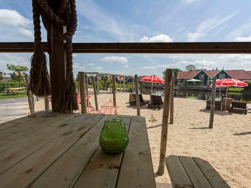 Het strand op EuroParcs Resort De Rijp
