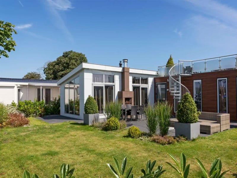 Impressie van de vakantiehuizen op EuroParcs Resort De Biesbosch